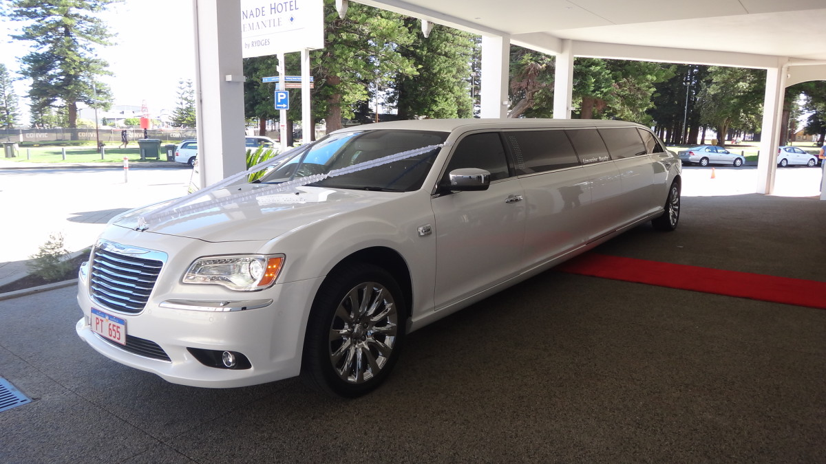 Limousine Royalty Packages For Wedding Cars